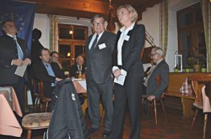 Das Vorstandsmitglied Ursula Renk und der Präsident Klaus Kaiser informieren beim Neujahrsempfang 2015 die Mitglieder über das Soziale Engagement